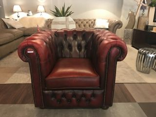 Compacte Engelse Chesterfield club fauteuil Oxblood Rood
