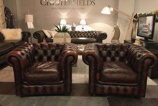 Set van 2 Engelse Chesterfield club fauteuils Roodbruin