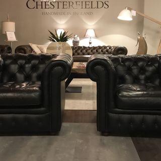 2 x Engelse Chesterfield clubfauteuils Zwart