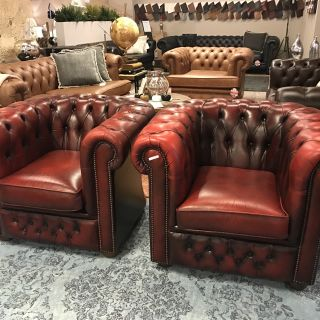 2 x compacte Engelse Chesterfied club fauteuils Oxblood Rood
