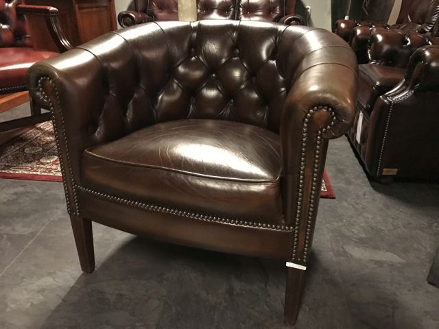 Compacte Engelse Chesterfield Tub chair Bruin