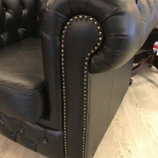 Stoere Chesterfield club fauteuil Zwart in Nieuwstaat