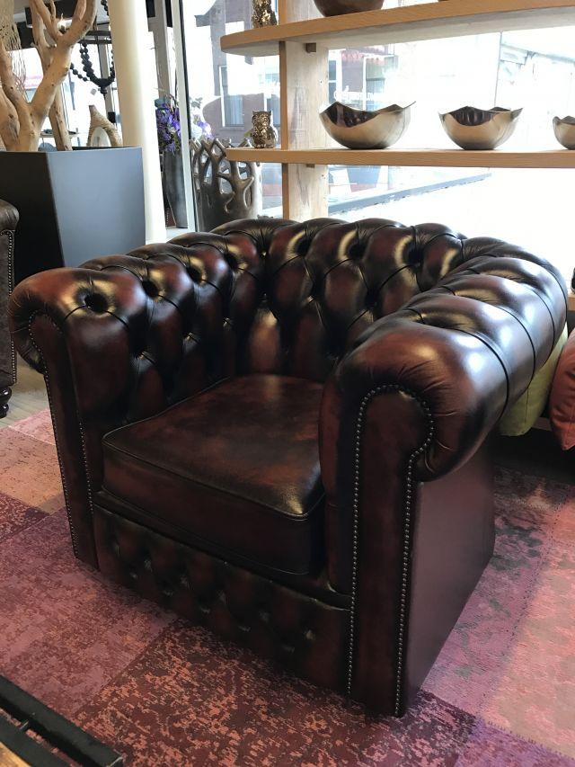 Engelse Chesterfield club fauteuil Dark Rust als Nieuw