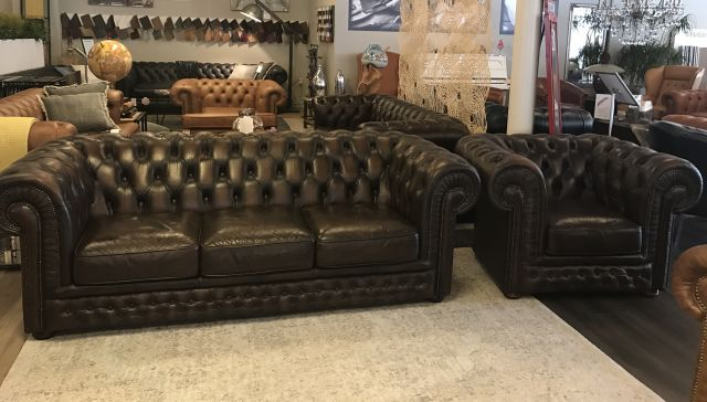 Chique Chesterfield zithoek 3 Zits bank + club fauteuil Bruin