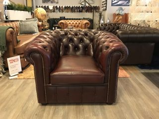 Engelse Salvale Chesterfield club fauteuil Oxblood Rood