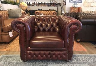 Engelse Springvale Chesterfield clubfauteuil Classic Red Nieuwstaat