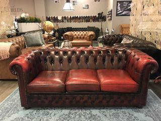 Compacte Engelse Chesterfield 3 zitter bank Oxblood Rood