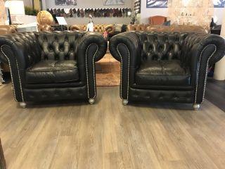 2 x stoere Chesterfield club fauteuils in Zwart leder