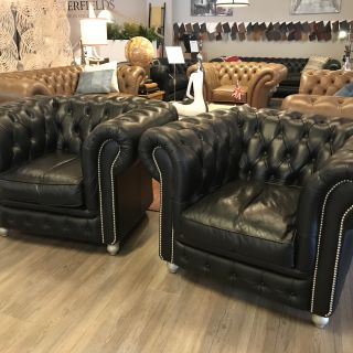 2 x stoere Chesterfield club fauteuils in Zwart leder