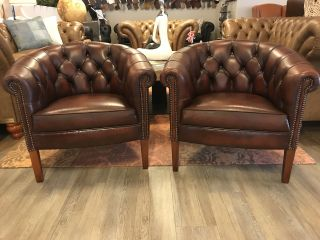 2 x Engelse Chesterfield Tub chairs Roodbruin