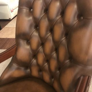 Engelse Chesterfield Library fauteuil Tabacco Bruin in Nieuwstaat