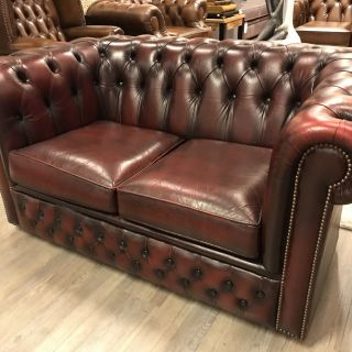 Compacte Engelse Chesterfield 2 Zits bank Oxblood Rood