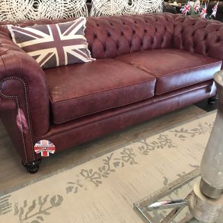 SHOWROOMMODEL Derby 3,5 Zit chesterfield oxblood rood Vintage leder