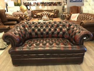Engelse Chesterfield 2 Zits bank Buttonseat Oxblood Rood