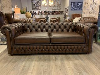 Showroommodel The Wales chesterfield 3 zits bank Bruin gevlamd