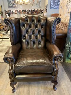 Engelse chesterfield Oorfauteuil Donker Bruin Wingchair