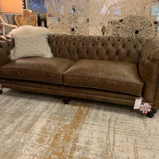 SHOWROOMMODEL The Derby 3,5 zits chesterfield bank in Vintage Cognac