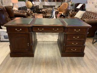 Klassiek mahonie chesterfield bureau met groen inleg 180 cm