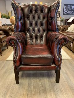 Engelse XL chesterfield oorfauteuil in Oxblood Rood leder
