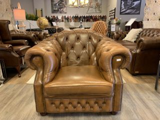 Engelse chesterfield clubfauteuil Tabacco bruin High back