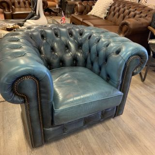 Engelse vintage chesterfield clubfauteuil in Jeans Blauw