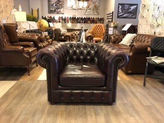 Chique chesterfield club fauteuil in Aubergine