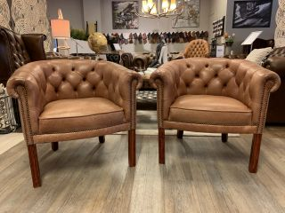 2 x Engelse Springvale chesterfield tub chairs Cognac bruin
