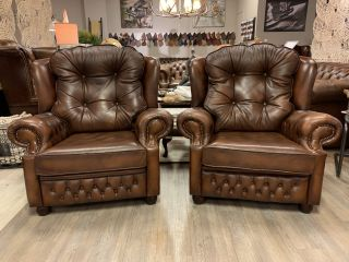 2 x Engelse chesterfield XL fauteuils Suzanne Tabacco bruin