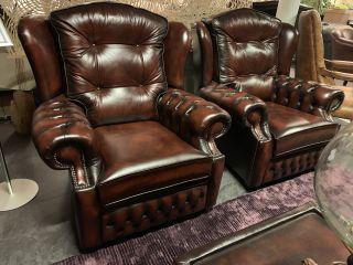 SHOWROOMMODEL: 2 x Highlander Chesterfield fauteuils in Dark Rust