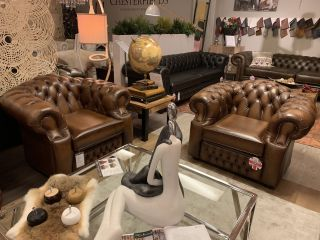 SHOWROOMMODEL 2 x Bolton chesterfield clubfauteuils bruin 3-1-1 zits