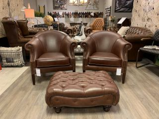 Showroommodel 2 x Richmond chesterfield club fauteuils in Old Hazel