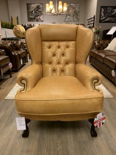 Showroommodel The Dundee chesterfield fauteuil in Honing vintage leder