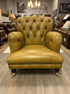 Showroommodel The Newcastle chesterfield lounge fauteuil Vintage mosterd