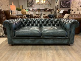 Ruime Engelse chesterfield 2,5 zits bank in Jeans Blauw