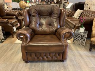 Engelse XL chesterfield fauteuil Suzanne als Nieuw Tabacco bruin