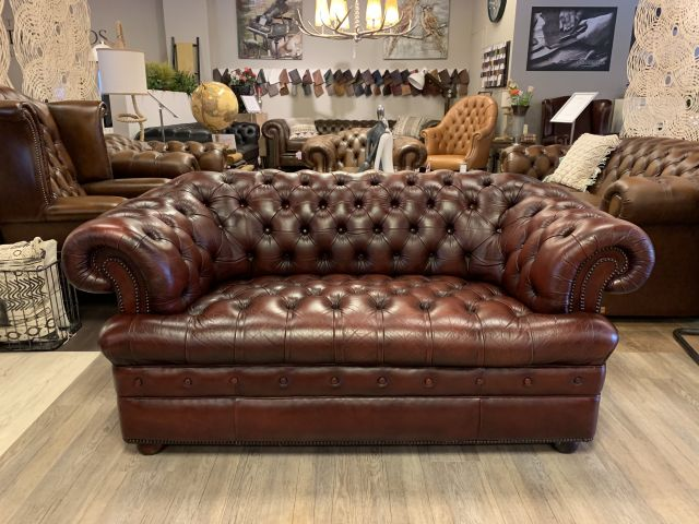 Engelse chesterfield 2 zits bank Oxblood rood Buttonseat