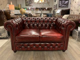 Chique chesterfield 2 zits bank in Oxblood rood