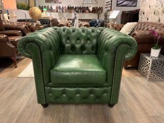 Stoere chesterfield clubfauteuil in groen leder