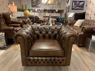 Engelse chesterfield clubfauteuil in Tabacco bruin