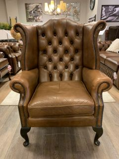 Engelse chesterfield oorfauteuil Tabacco bruin
