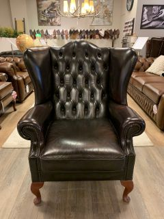 Engelse chesterfield Oorfauteuil in donker bruin