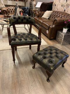 Compacte Engelse chesterfield tub chair Olijf groen