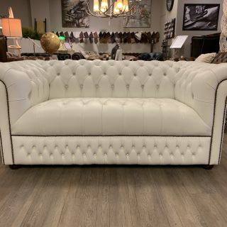 Showroommodel The Leicester chesterfield 2,5 zits bank wit Buttonseat