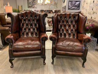 2 x Engelse Chapel chesterfield oorfauteuils in Oxblood rood