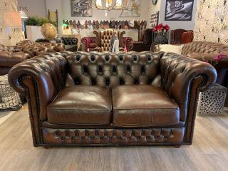 Engelse Winchester chesterfield 2 zits bank bruin