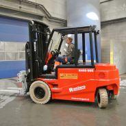 Levering tweetal Raniero elektrische heftrucks bij recyclingbedrijf!