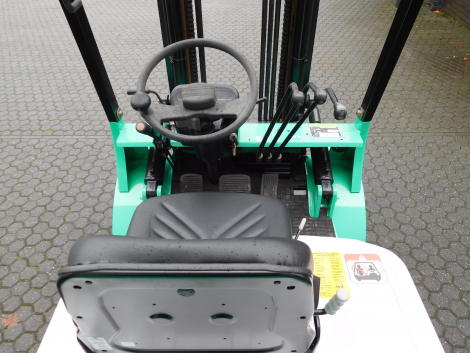 0818_Mitsubsihi 2500 kg LPG heftruck (2)