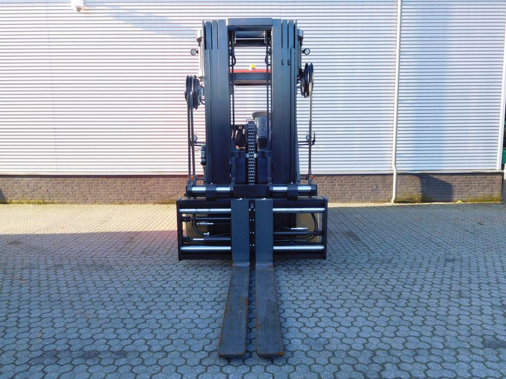 Nieuw binnen! Raniero 8000 kg @ 900 mm met quadro-mast!