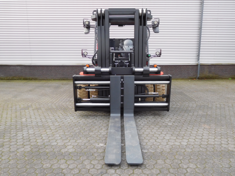 3407_Raniero AC80-9-CO-C 8000 kg @ 900 mm zwaar elektrische heftruck container (10)
