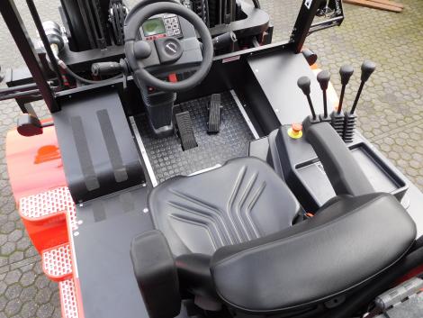 3407_Raniero AC80-9-CO-C 8000 kg @ 900 mm zwaar elektrische heftruck container (21)